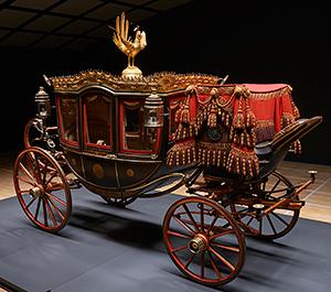 「六頭曳儀装車」 明治22年、憲法発布式の日に明治天皇・昭憲皇太后がお乗りになった馬車。