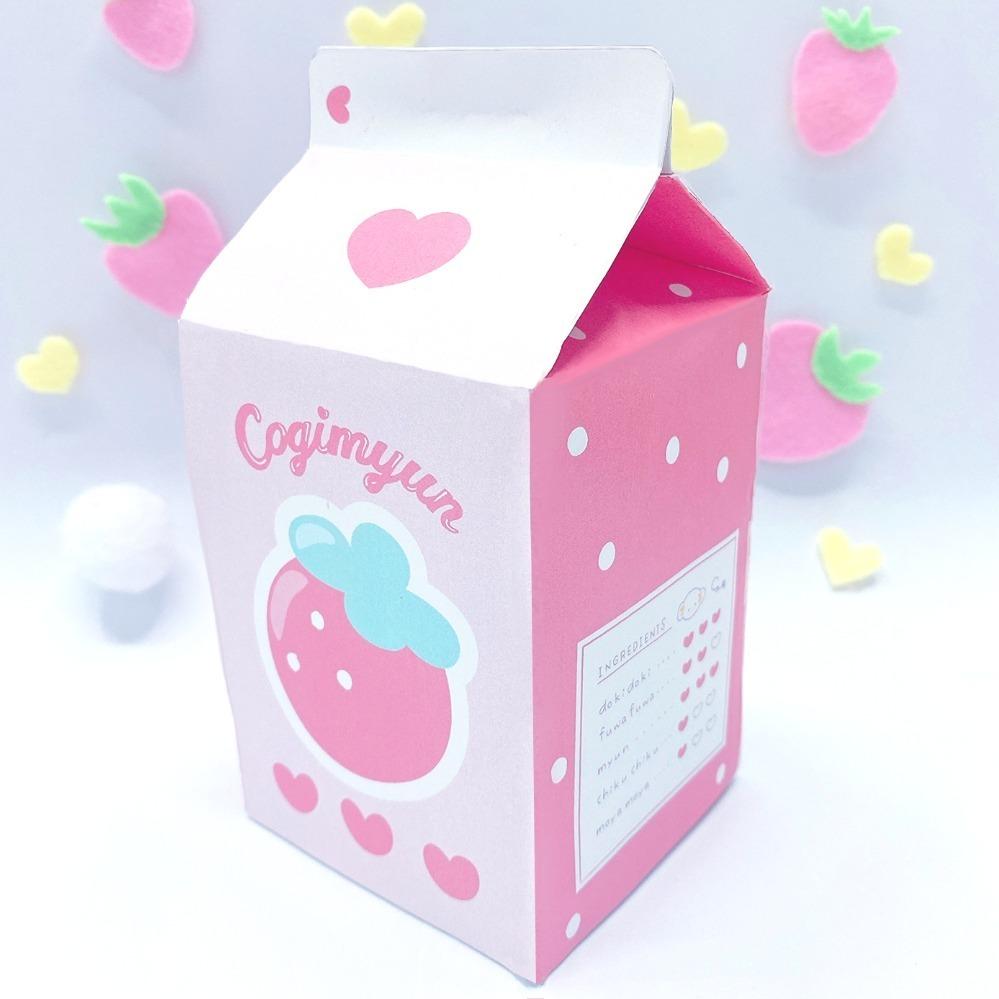 また、いちご牛乳風のパッケージに詰め込んだチョコクランチ、ポストカードセットなど、友人や家族へのギフトにもぴったりなアイテムも展開される。